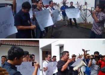 Aliansi Wartawan Siantar saat aksi demo di Kantor Kejari Siantar