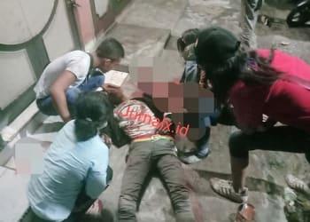 Korban Adi Wirawan saat masih terkapar bersimbahkan darah di TKP
