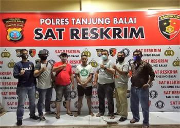 Pelaku Yudha Raditya alias Yuda diapit Tekab Sat Reskrim Polres Tanjung Balai