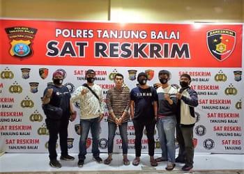 Pelaku RP alias Yoga diapit Tekab Sat Reskrim Polres Tanjung Balai