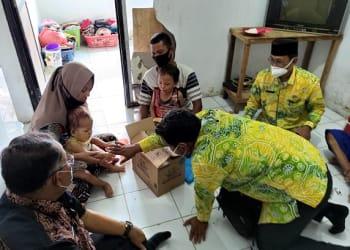 Wali Kota Tanjung Balai H.M Syahrial menjenguk Resky Putri balita penderita benjolan di kepala