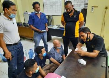 Ketiga Pelaku itu, Za alias Ayah, MD alias Pak De dan MA alias Ulong diinterogasi diruangan penyidikan Satres Narkoba