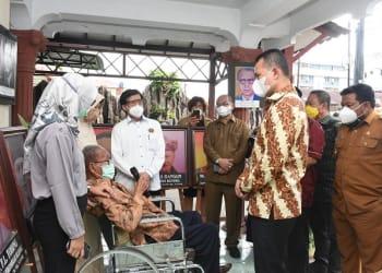 Wali Kota Tanjung Balai H.M Syahrial saat dampingi Wagubsu Musa Rajekshah silaturahmi kepada Tokoh Pers Muhammad TWH