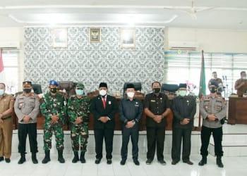 Wali Kota Tanjung Balai H.M Syahrial SH, MH photo bersama Pimpinan DPRD dan Forkopimpda yang hadir rapat paripurna