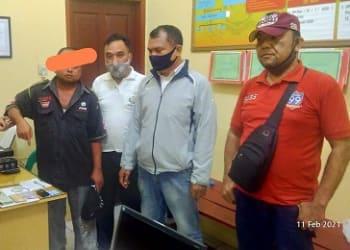 Pelaku FJS alias Fanton dan barang bukti diapit Kanit Reskrim IPDA MP Simanjuntak bersama tim opsnal