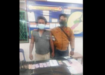 Pelaku Ramadani Sinaga dan barang bukti diapit Tim Opsnal Unit Reskrim