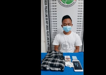Pelaku Indra dan barang bukti diruangan penyidikan Satres Narkoba Polres Siantar