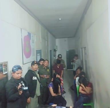 dua laki laki dan lima perempuan yang terjaring razia pekat diamankan di Kantor Sat Pol PP Tanjung Balai