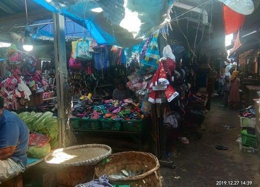 Kios Sepatu milik Sariani boru Nainggolan yang disantroni maling tanpa ada pengerusakan