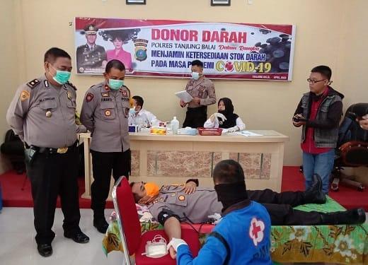 Kapolres Tanjung Balai AKBP Putu Yudha Prawira, SIK, MH saat donor darah