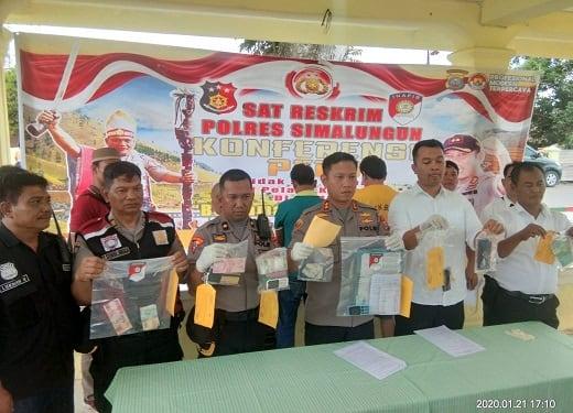 Kapolres Simalungun AKBP Heribertus Ompusunggu, SIK, MSI Press Relese kasus judi togel