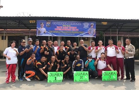 Photo bersama para juara perlombaan tarik tambang