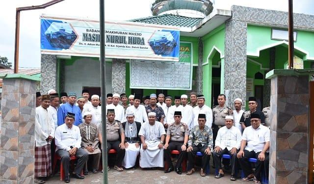 Wali Kota Tanjung Balai H.M Syahrial photo bersama usai resmikan Masjid Nurul Huda