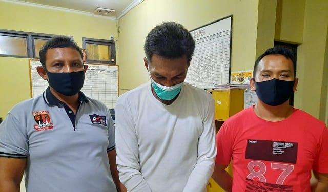 Pelaku Gun diapit Tim Opsnal Satres Narkob Polres Tanjung Balai