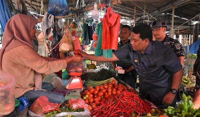 Wali Kota Tanjung Balai, H.M Syahrial SH,MH bersama Forkopimda cek pasar