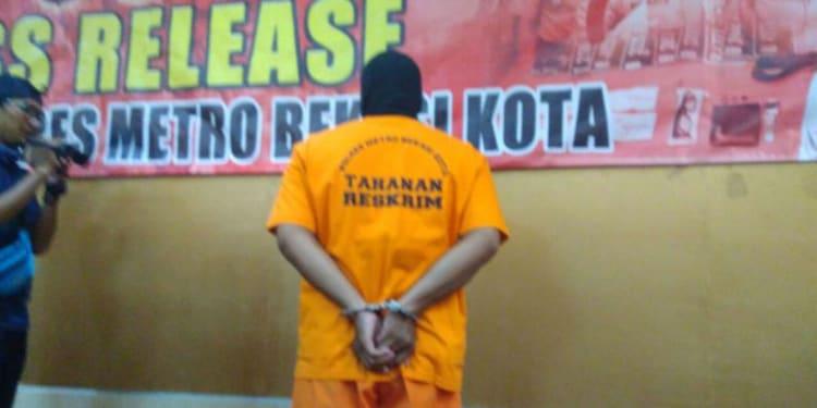 Tersangka Pembunuhan Istri di Bekasi (sumber: Okezone.com)