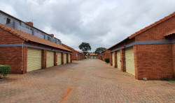 Apartment For Sale in Die Hoewes, Centurion