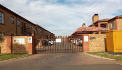 Apartment For Sale in Sonneveld, Brakpan