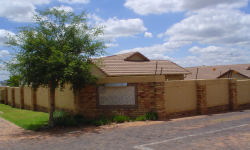 House For Sale in Kosmosdal, Centurion
