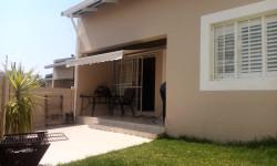 Townhouse To Rent in Kleine Kuppe, Windhoek