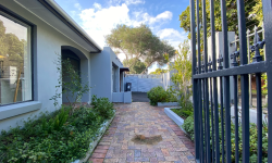 Freestanding For Sale in Dennedal, Cape Town