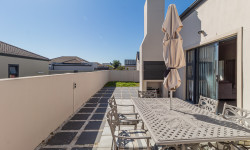Duet For Sale in Burgundy Estate, Cape Town