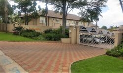 Townhouse To Rent in Moreleta Park, Pretoria
