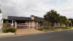 House To Rent in Panorama, Parow