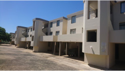 Apartment For Sale in Manaba Beach, Margate