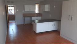 Flat To Rent in Fields Hill, Pinetown