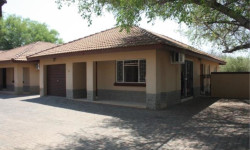 Townhouse To Rent in Onverwacht, Lephalale