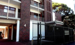 Apartment To Rent in Newlands, Cape Town