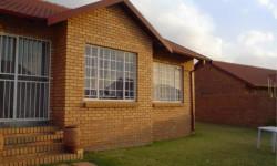 Townhouse To Rent in Rooihuiskraal, Centurion