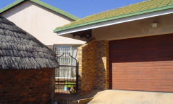 House For Sale in Rooihuiskraal, Centurion