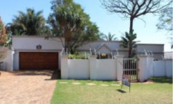 House To Rent in Little Falls, Roodepoort