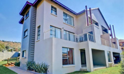 Apartment For Sale in Little Falls, Roodepoort