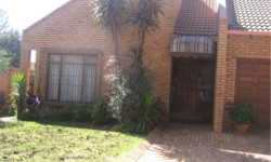 Townhouse To Rent in Clubville, Middelburg