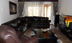Townhouse To Rent in Rhodesdene, Kimberley