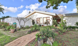 House For Sale in Panorama, Parow