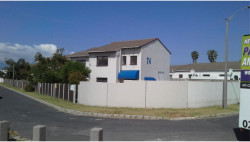 Townhouse For Sale in Bloubergrant, Blouberg