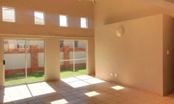 Townhouse For Sale in Reyno Ridge & Ext, Witbank