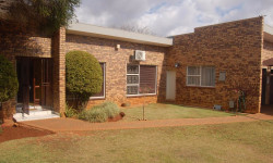 House To Rent in Oberholzer, Carletonville