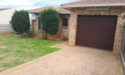 Townhouse For Sale in Strelitzia Park, Uitenhage
