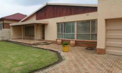 House For Sale in Florida Lake, Roodepoort