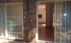Townhouse For Sale in Lynnwood, Pretoria