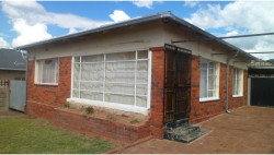 House For Sale in South Hills, Johannesburg