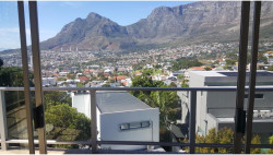 Apartment For Sale in Tamboerskloof, Cape Town