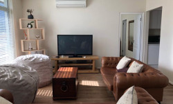 Apartment For Sale in Claremont Upper, Cape Town