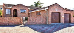 Townhouse To Rent in Lovemore Heights, Port Elizabeth