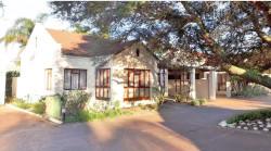 House For Sale in De Oude Renbaan, Paarl